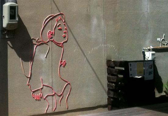 直島のとある家の壁にあった毛糸で作られた絵