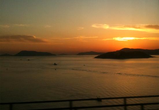 マリンライナーから見る夕方の瀬戸内海